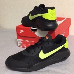 NIKE AIR MAX OKETO (5Y) BOYS SHOES